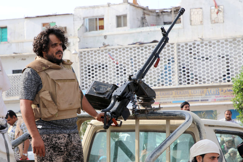 Aden gripped by fresh fighting as Yemen rivals battle for control
