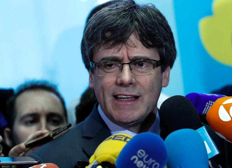 Catalonia postpones vote for new regional head, sticks with Puigdemont