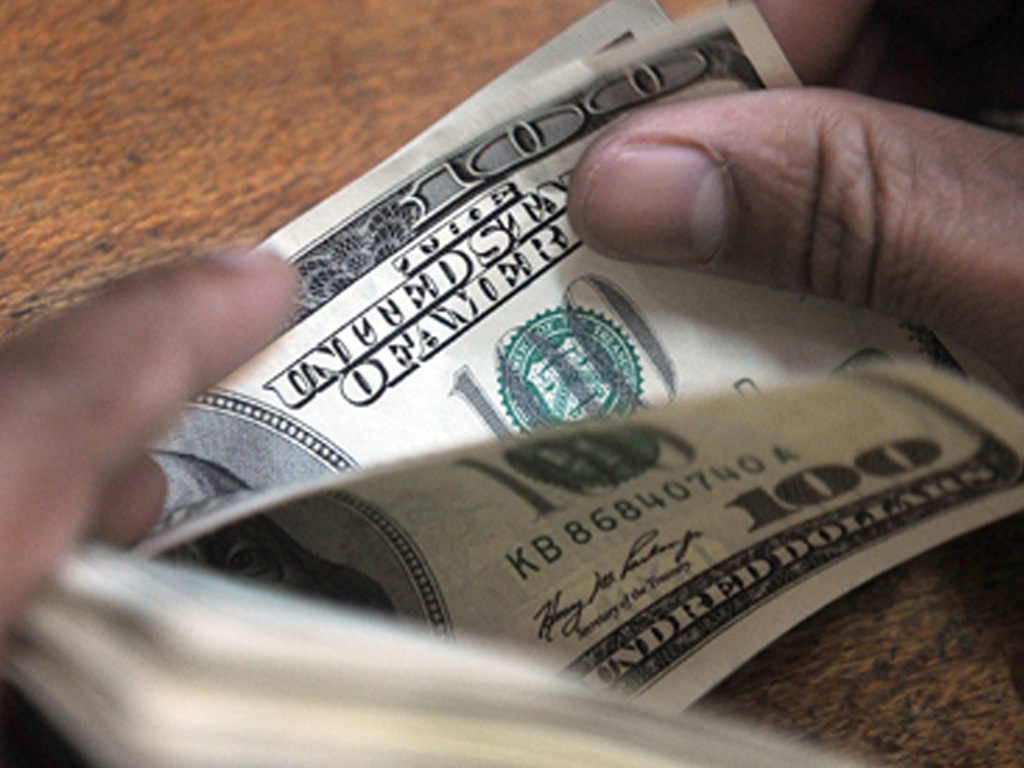 Dollar edges up on higher US yields, rate-hike view