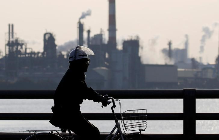 Japan factory output rises, points to solid fourth-quarter GDP growth