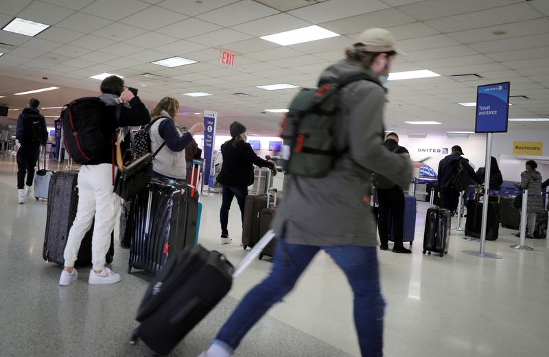 Lawmakers, air industry call for new action on unruly passengers