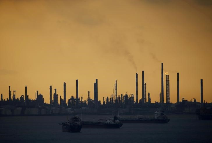 Oil prices fall for third day on inventory build