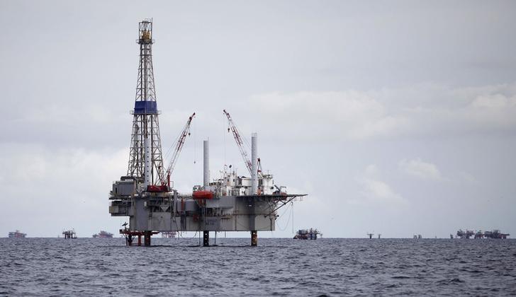 Citi Says OilMay Climb to  as Stockpiles Shrink This Winter