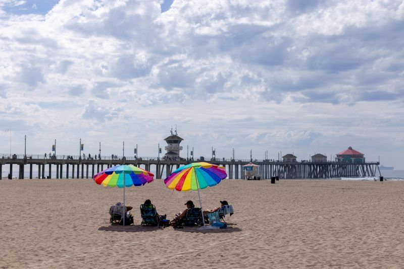Beaches in southern California city to reopen after oil spill