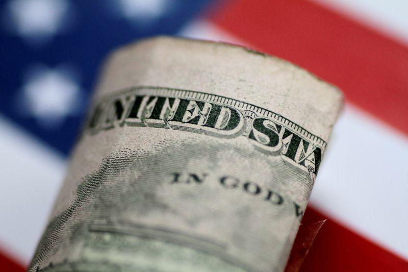 Column: Hedge funds' dollar policy: longer for longer