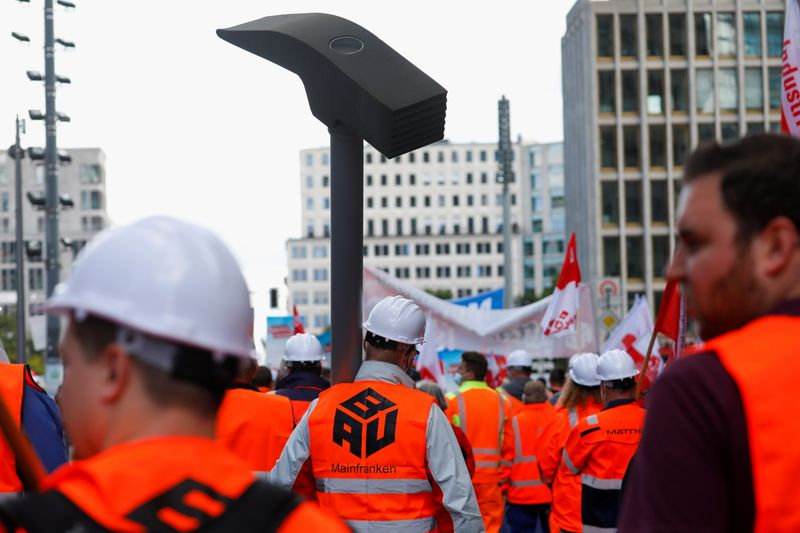 German construction workers threaten nationwide strike for higher wages