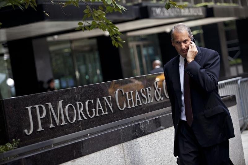 JPMorgan, Apple Fall in Premarket, Qualcomm, Plug Power Rise