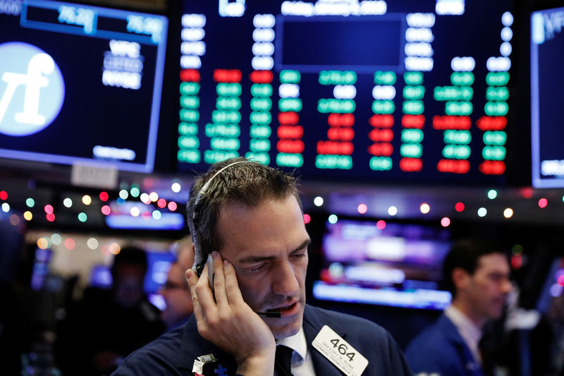 S&P 500 Slides Into Close as Big Tech, Energy Give Up Gains